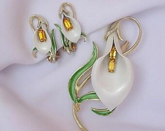 Vintage Pakula Calla Lily Flower Brooch Clip On Earrings Demi Parure Creamy White Enamel Green Leaves Orange Rhinestone Baguettes Gold Tone