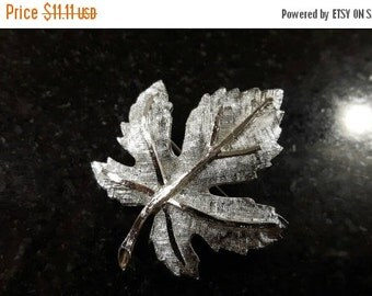 FALL SALE Gorgeous Silver toned Maple Leaf Brooch Hallmarked Coro jewellery jewelry