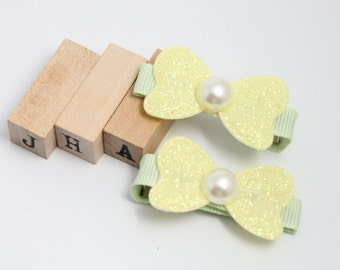 Children/Girls/Baby girl hair clip - Glitter bows with pearl