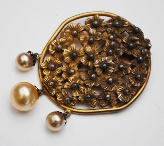 Gold Flower Dress Clip -  White Pearl - Vintage fur clip - dangle pearls -