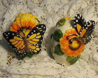 Vintage Butterfly Salt and Pepper shakers, ceramic shakers, sunflower salt and pepper shakers, dec