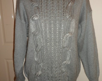 Super 1980s Gray cable knit sweater