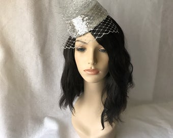 1950's Vintage Inspired Silver Mini Pillbox Wedding Cocktail Fascinator Hat with Birdcage veil for Wedding Guest,Races,Bachelorette