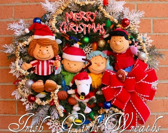 MADE TO ORDER Deluxe Charlie Brown Christmas Wreath, Pre-lit Peanuts Gang Christmas Wreath, Shepherd Linus, Lucy, Snoopy, Peppermint Patty