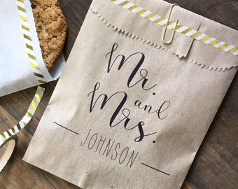 Candy Buffet Bags, Wedding Candy Bar Bags, Goodie Bags, Mr & Mrs, Calligraphy Elegant Wedding, Personalized for you, set of 25 favor bags