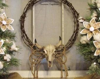 Rustic Farmhouse Barbwire Wreath, Country Western Wreath, , Barbwire Wreath with Faux Bull Skull, Barbwire Wreath, Rustic Mantel Decor
