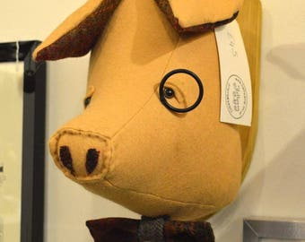 Mounted textile Pigs textile head