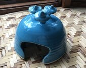 Porcelain Toad House in Turquoise Blue