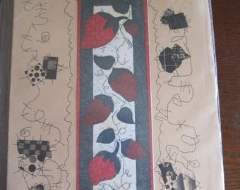 Strawberries Applique Table Runner/Wall Hanging Pattern