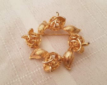 Lovely Classic Coventry gold tone brooch