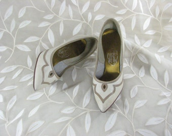 1950s Tan Leather Heels with Contrasting Details  by Capizellos.......size 5 B