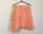 70s coral crochet shawl, giant poncho scarf in salmon pink - vintage -