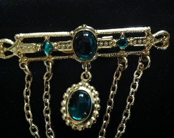 Vintage Emerald Green Cabachon Stone Bar Brooch With Chains