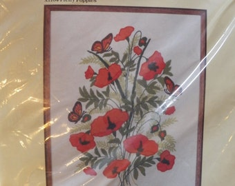 Vintage~Creative Expressions CREWEL Kit~PRETTY POPPIES~New Sealed Floral Flowers
