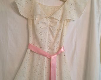 White Eyelet Embroidery Vintage 1940s Long Dress BOHO Wedding Gown Size Small