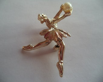 Vintage Unsigned Small Ballet Dancer holding Faux Pearl Ball Brooch/Pin