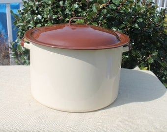 Large Beige and Brown Enamel Stock / Soup/ Sauce Pot