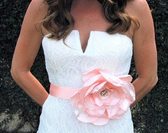 Blush Flower Bridal Sash, Bridal Belt, Vintage Bridal Sash, Bridal Sash Belt, Champagne Bridal Sash, Boho Bridal, Flower Wedding Belt