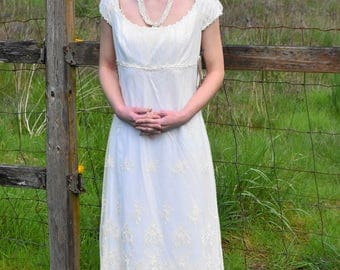 Jane Austin Would Aprove of This Stunnung Simple Vintage Victorian Ivory Lace Empire Style Jessica McClintock Wedding Gown Size 6 - New