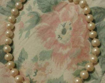 Vintage pearl necklace with dismantle clasp