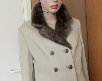 Vintage double-breasted jacket.All wool jacket with fur collar.