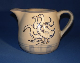 Louisville Stoneware 32 Ounce Pitcher - Gaggle of Geese Pattern