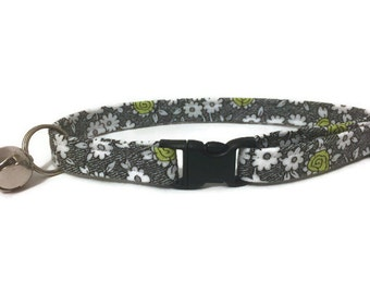 Cat Collar, Lime and White Flowers
