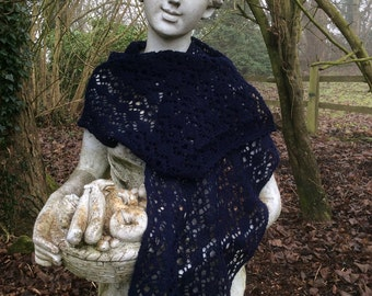 Knitted lace scarf in navy lambswool