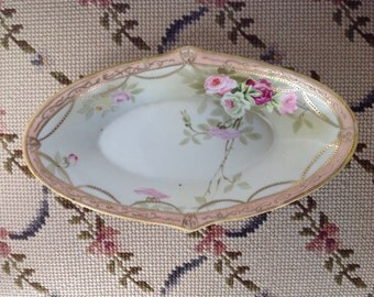 Beautiful antique Nippon (Japan 1891-1921) hand painted gold trimmed oval dish