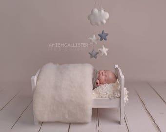 Newborn Baby Photography prop White Fluff Blanket Wool Basket Filler RTS UK seller