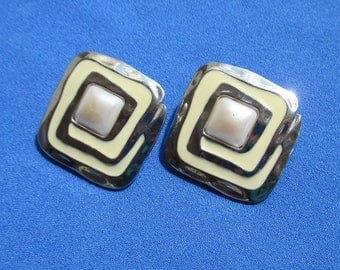 Vintage White Faux Pearl Creme Colored Enameled Metal Pierced Earrings