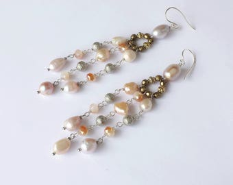 Long earrings freshwater pearls and glass beads, Summer earrings in Ivory and Beige