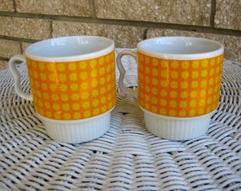 Pair vintage retro stacking mugs cups Flower Power daisies daisy Japan orange yellow That 70s Show vintage stacking mug cup