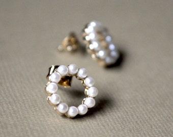 Pearl round earrings