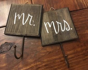 Hooks//Towel Hangers//Mr.&Mrs.//Hand-lettered//Set of 2