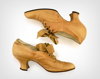 1800s Shoes // Victorian Taupe Leather Shoes w/ Ribbon Laces // US 5 / UK 2.5 / EUR 35