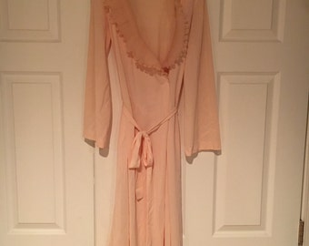 Vintage 1960s Loungewear by Gossard Peach Robe Size Medium