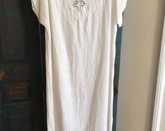 Lovely vintage white linen summer dress with crochet lace