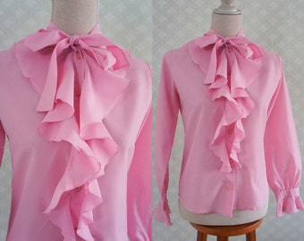 Light Vintage Blouse. 70s Pink Vintage blouse. Romantic style ruffled blouse.