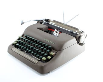Vintage Smith Corona Silent Manual Typewriter - Reconditioned Olive Working Typewriter - Excellent Condition - Vintage Portable Typewrtiter