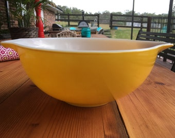 Yellow Vintage Pyrex Nesting Bowl-Large -443- 2 1/2 Qt Mixing Bowl