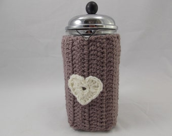 Cafétiere cozy insulating for Bodum coffeemaker frenchpress light brown colour plus white crochet heart and 2 natural wood buttons
