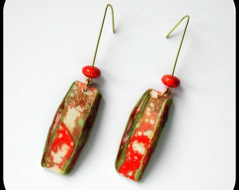 Long red / green / gold porcelain earrings H.ANGIARI