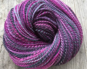 In the bilberries - handspun and handdyed BFL yarn ( 293 m)