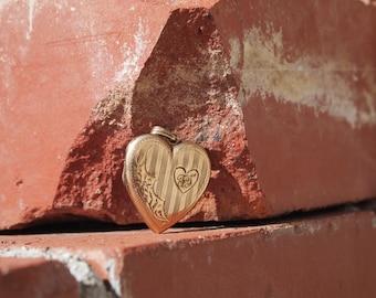 Heart Locket 10 kt Gold Etched Design 1940s