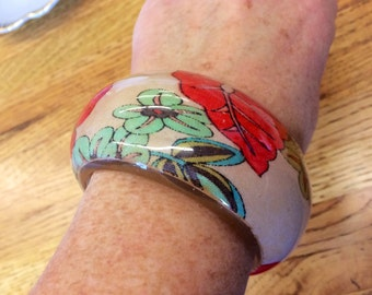 Vintage Chunky and Wide Rockabilly Floral Resin Bangle Bracelet
