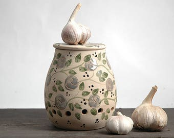 Garlic keeper, Garlic holder, onion storage, Garlic jar, pottery garlic keeper, terracotta