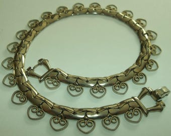 Vintage 40's RETRO Thick Gold tone chain choker with HEARTS.