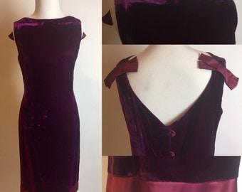 M 1960s Purple Velvet Sheath Dress with Satin Bows Medium