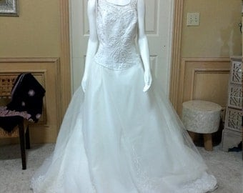 """Dream Wedding Dress by Marys, Embellish Tulle Wedding Dress,Chapel Train Bridal Gown Marys Bridal Gown size Tall18 B44"""""""